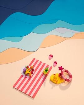 Composición de playa de verano hecha en papel.