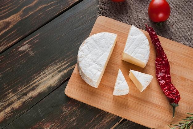 Composición de queso camembert