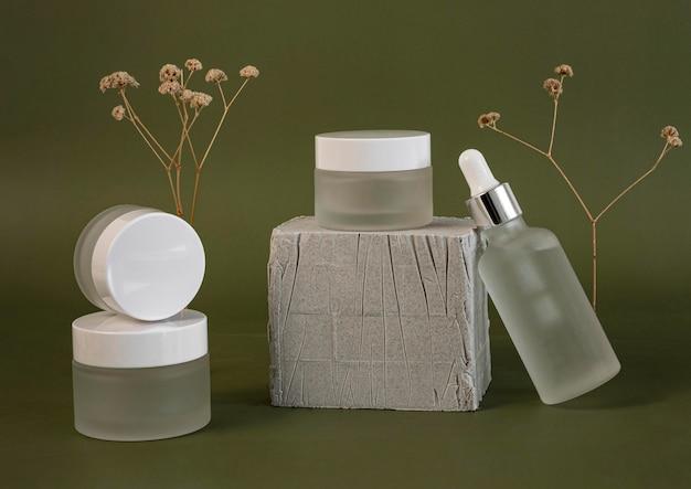 Composición de los recipientes de crema facial y goteros de aceite para la piel