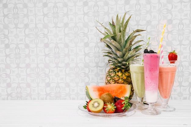 Composición de smoothies de verano