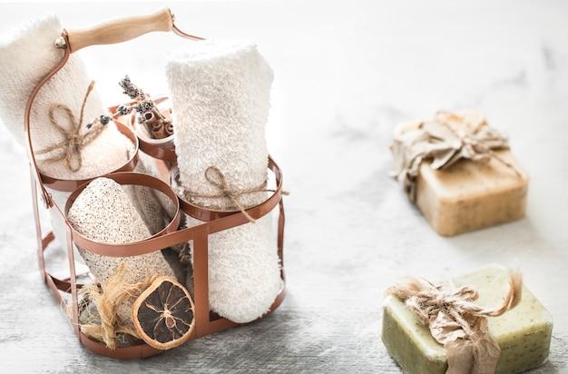 Composición de spa con jabón hecho a mano.