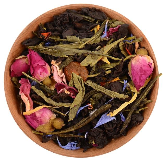 Composición de té sobre un fondo blanco.