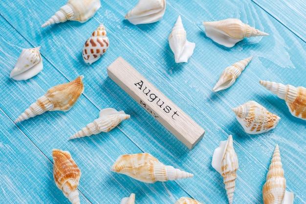 Composición de verano con conchas de mar