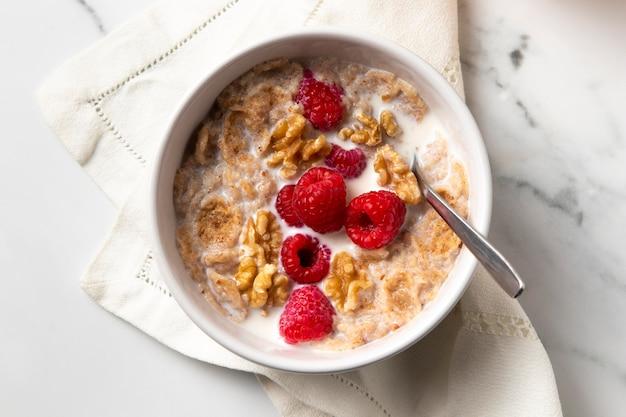 Composición de la vista superior de cereales tazón saludables