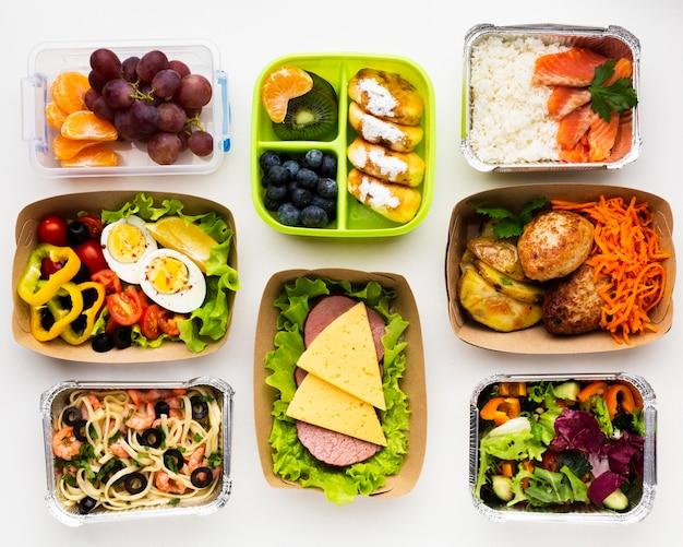 Composición de la vista superior con diferentes comidas.
