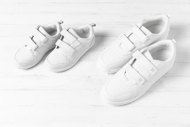 Composición de zapatos de padre e hijo.