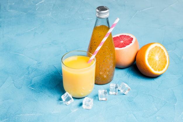 Composición de zumo de naranja y pomelo.