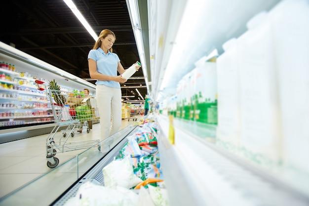 Comprando productos lácteos