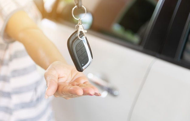 Comprar un auto nuevo dar las llaves a mano