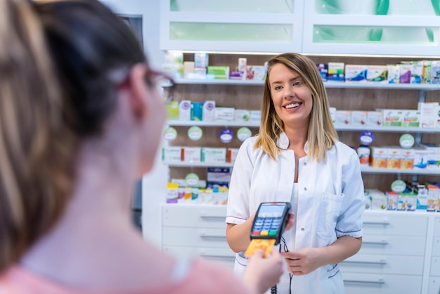 Compras en farmacia.