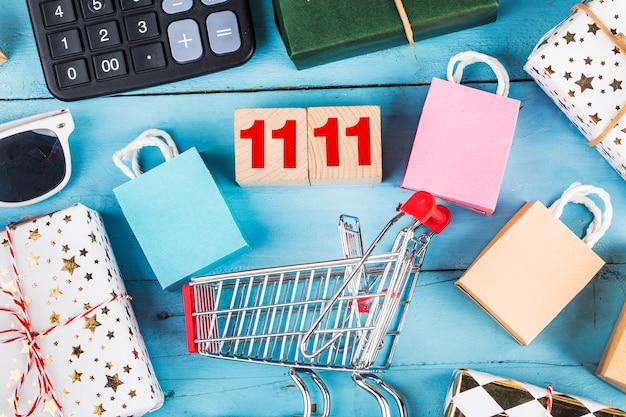 Compras en línea en casa concept.online shopping es una forma de comercio electrónico que permite a los consumidores comprar directamente productos de un vendedor por internet