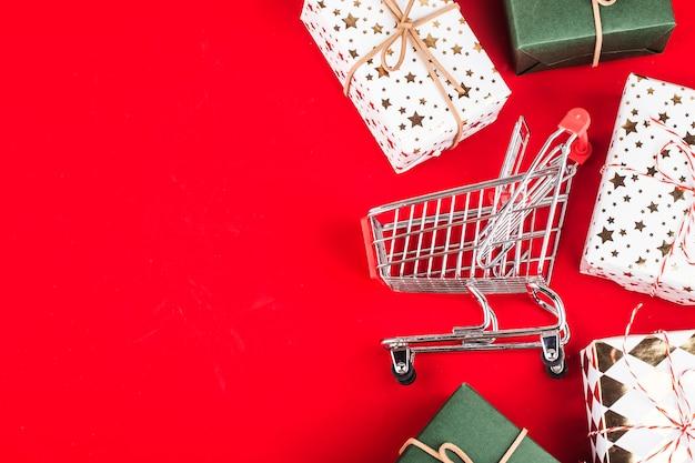 Compras en línea en casa concept.online shopping es una forma de comercio electrónico que permite a los consumidores comprar directamente