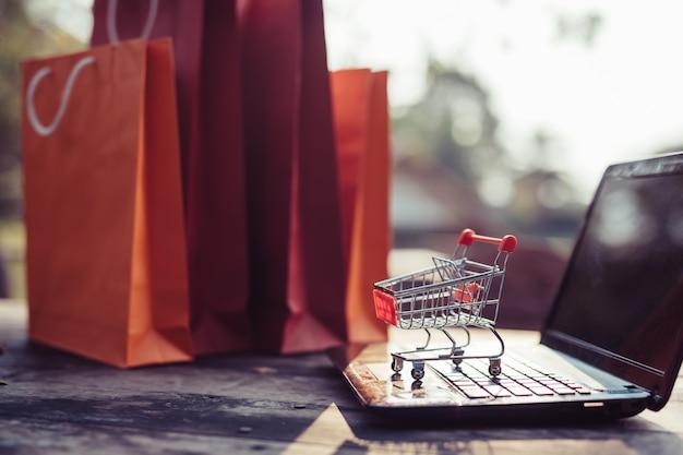 Compras en línea de comercio electrónico y servicio de entrega.