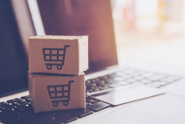 Compras en línea concepto - servicio de compras en la web en línea. con pago mediante tarjeta de crédito.