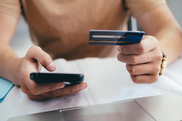 Compras en línea y pago con tarjeta de crédito