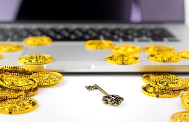 Computadora datos clave cifrado ransomware concepto wiith bitcoin