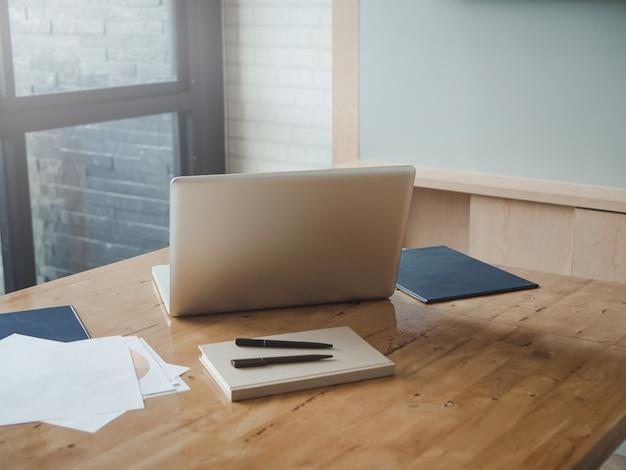 Computadora en el escritorio
