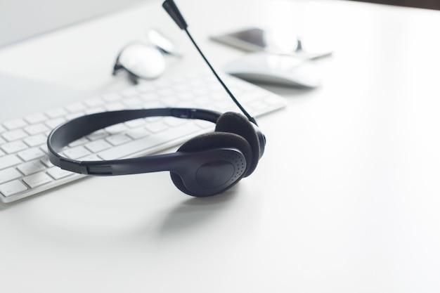 Computadora portátil con auriculares