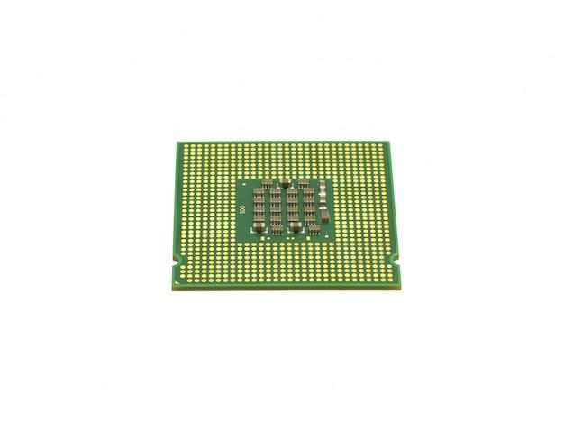 La computadora del procesador está aislada de color dorado con un microcircuito