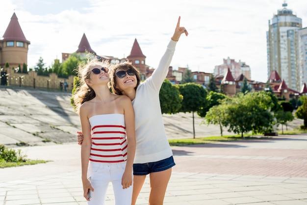 Comunicación entre la madre y la hija adolescente.