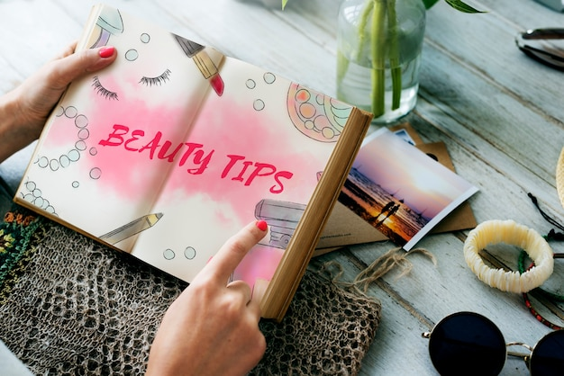 Concepto de accesorios de maquillaje de consejos de belleza