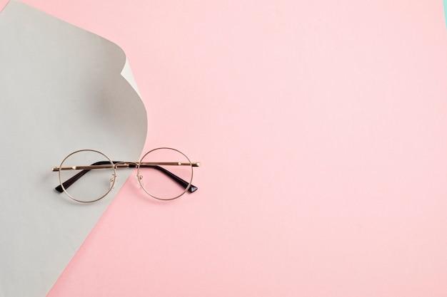 Concepto de accesorios de moda de anteojos con estilo