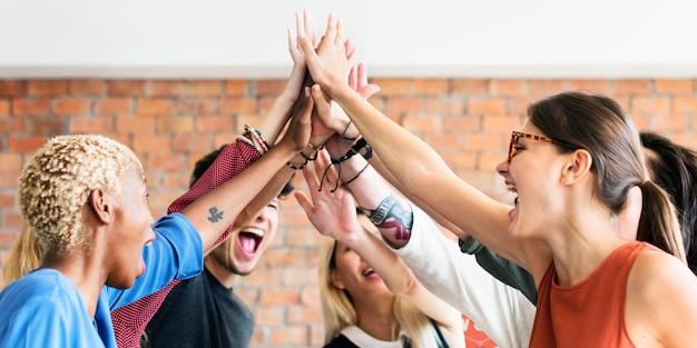 Concepto acertado del lugar de trabajo de la reunión del poder del trabajo en equipo
