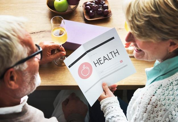 Concepto de adulto mayor de bienestar de salud de papel