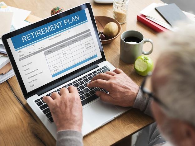 Concepto de adulto mayor de inversión de formulario de plan de jubilación