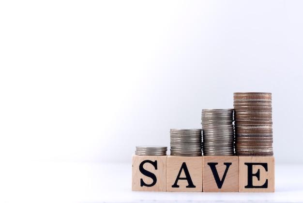 Concepto de ahorro: ahorre dinero para tener éxito en el futuro