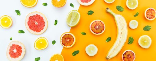 Concepto de alimentación saludable plátano y cítricos