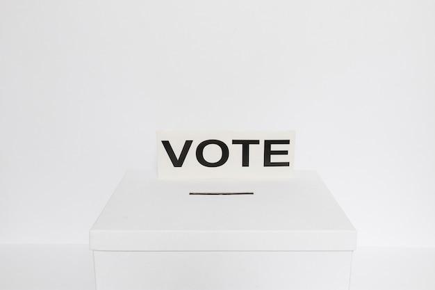 Concepto de alto ángulo de elecciones con espacio de copia