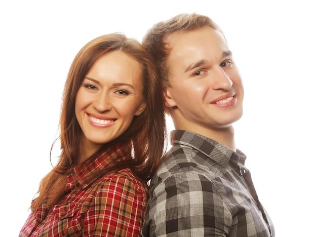 Concepto de amor, familia y personas: encantadora pareja feliz