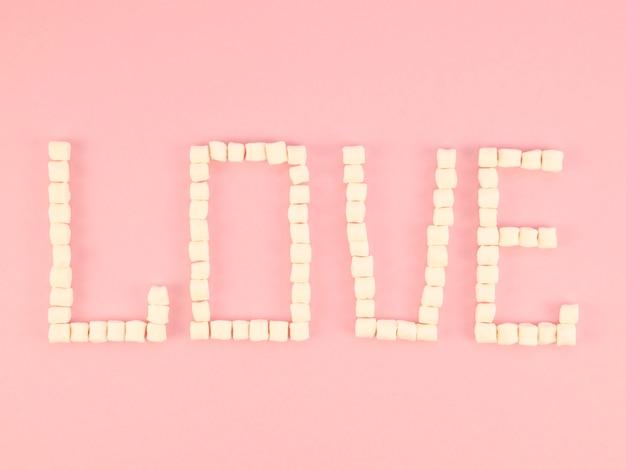 Concepto de amor hecho de dulces