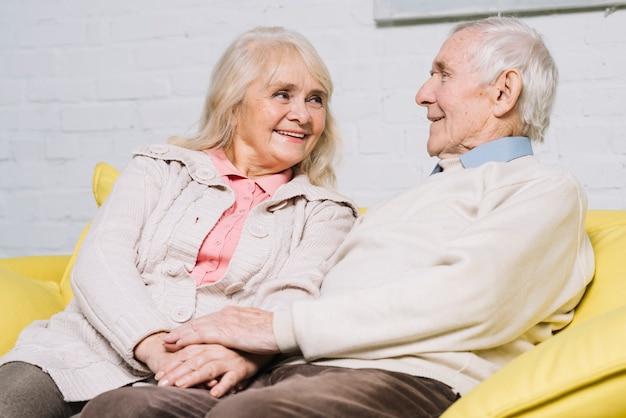 Concepto de amor con pareja mayor