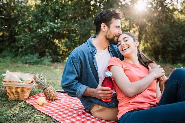Concepto de amor y picnic
