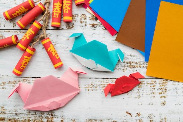 Concepto de año nuevo chino con artesanía de papel