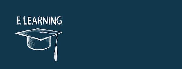 Concepto de aprendizaje electrónico y gorro de graduación sobre fondo azul.