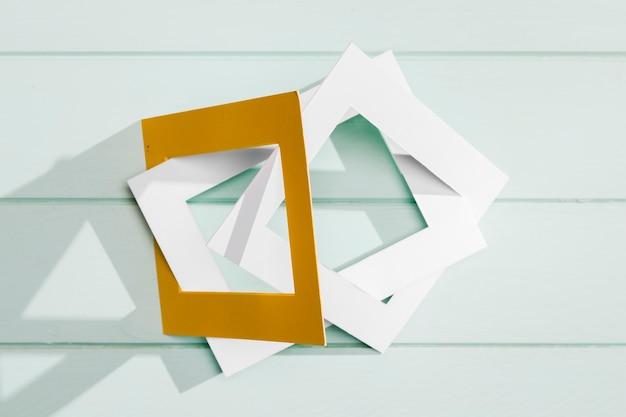 Concepto de arte moderno con marcos vacíos