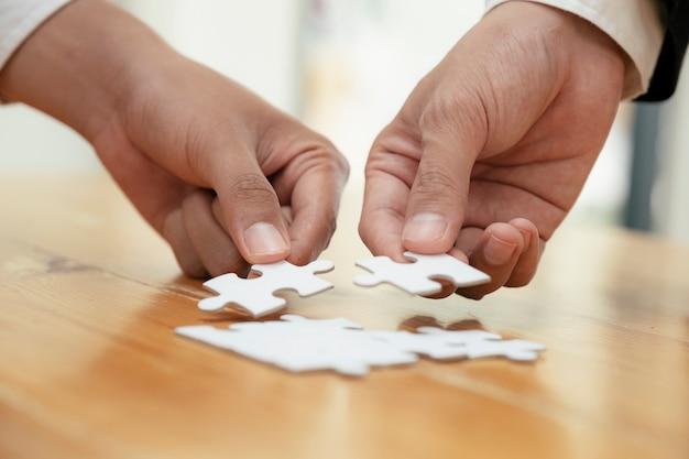 Concepto de asociación de estrategia empresarial y trabajo en equipo.
