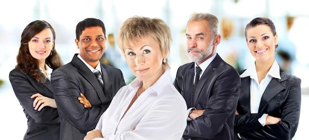 Concepto de asociación y trabajo en equipo con empresarios