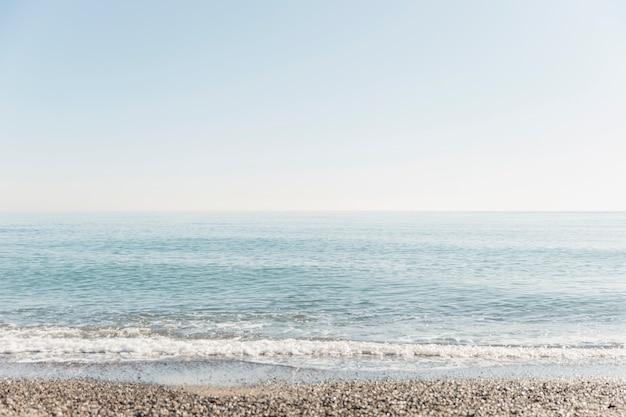 Concepto de atención plena con paisaje costero