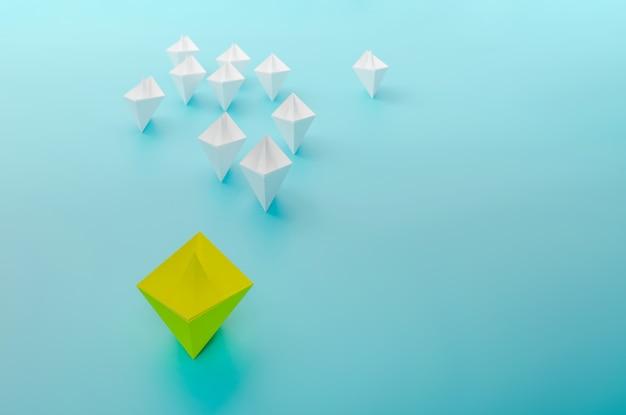 Concepto de barco líder, victoria y éxito del barco amarillo, concepto de éxito empresarial, renderizado de ilustración 3d