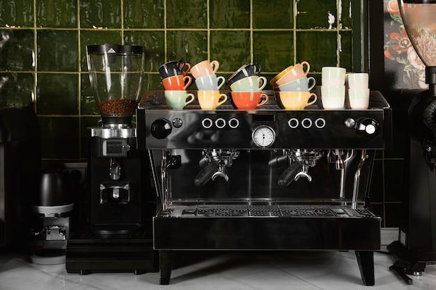 Concepto de cafetería con tazas