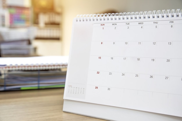 Concepto de calendario en blanco de plantilla para reuniones de negocios o viajes