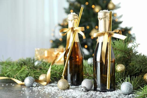 Concepto de celebración de año nuevo con botellas de champagne.
