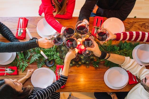 Concepto de cena de navidad con vino