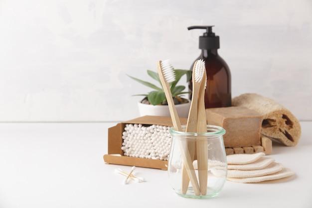 Concepto de cero residuos. accesorios de baño ecológicos, copyspace