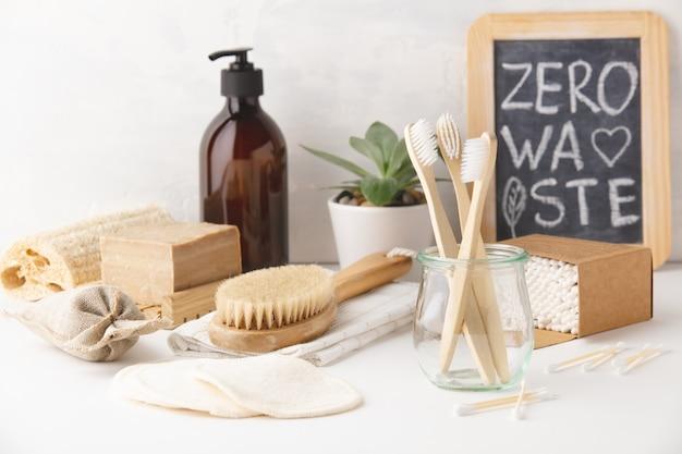 Concepto de cero residuos. accesorios de baño ecológicos