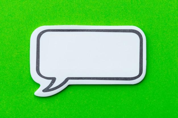 Concepto de chat de redes sociales. burbuja de chat vacía en blanco para texto